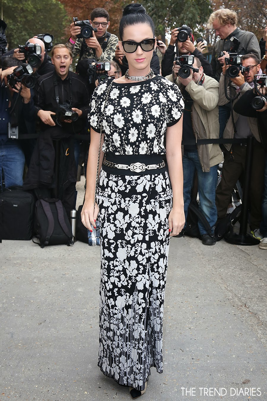 katy-perry-style-chanel-lego-clear-clutch-paris-fashion-week-chanel-fashion-show-flower-dress