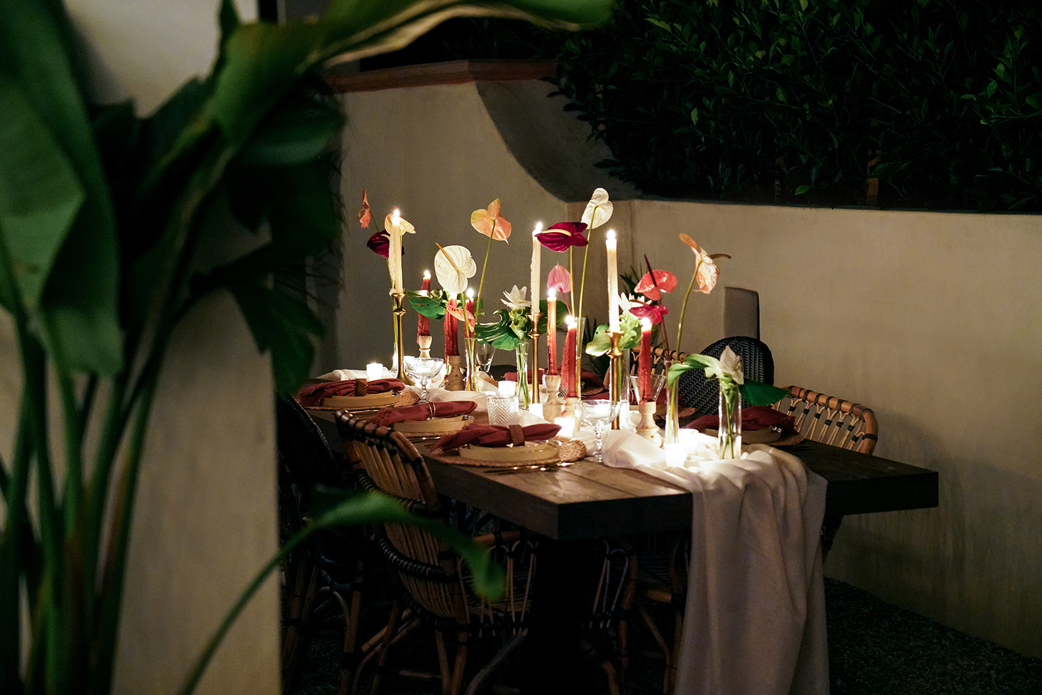 create the perfect tablescape for outdoor entertaining
