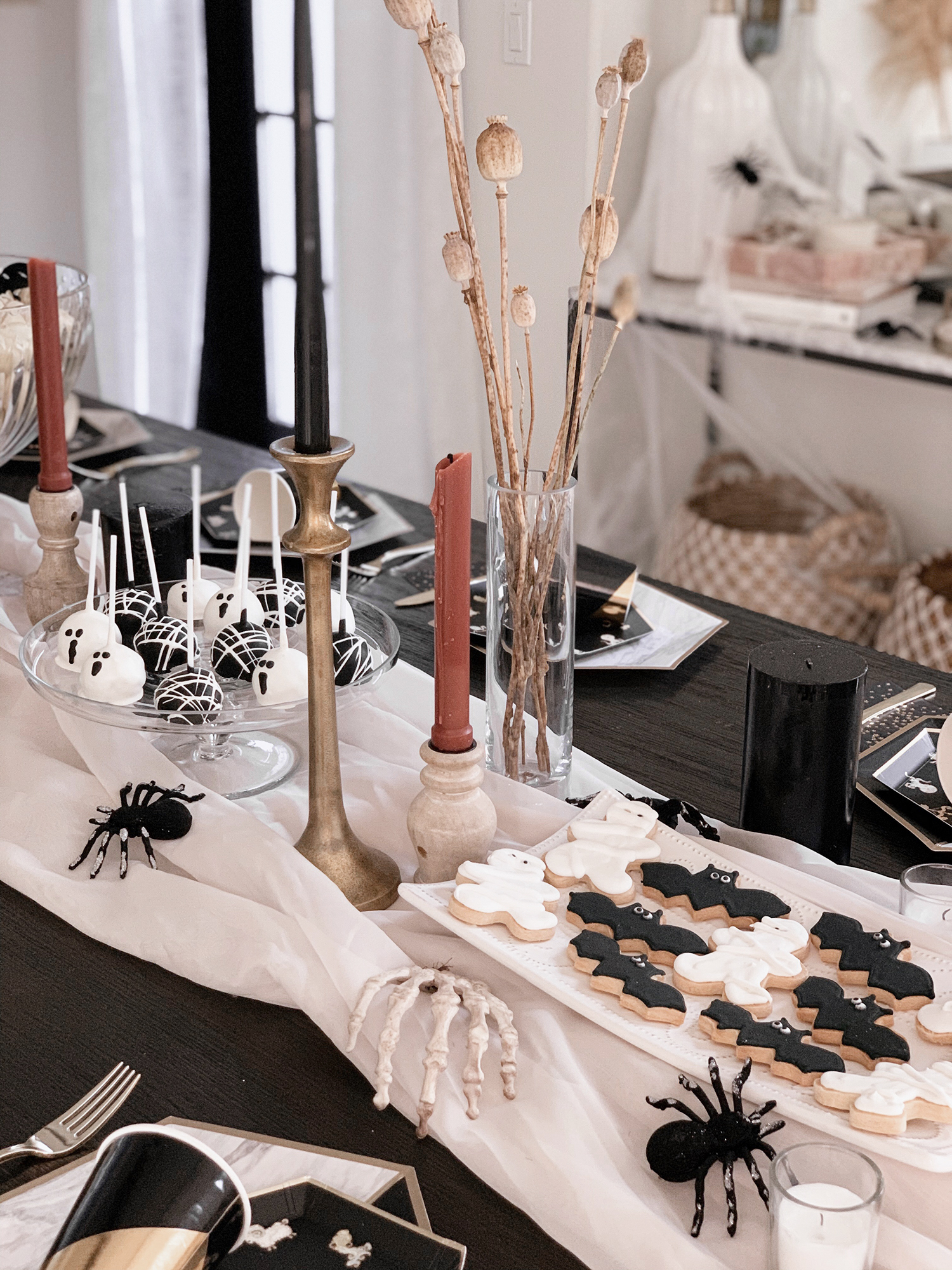 easy budget halloween party decor tablescape