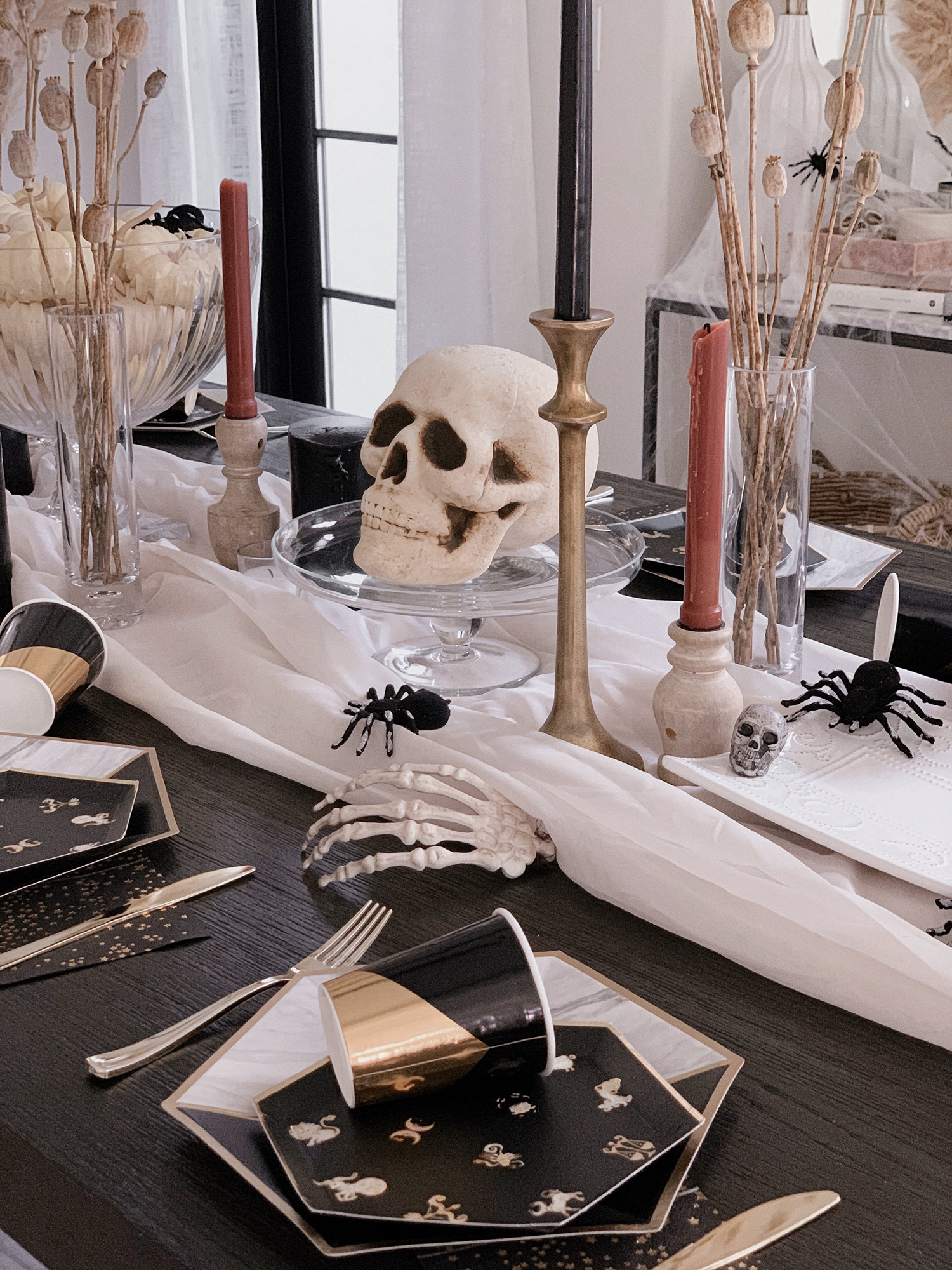halloween tablescape inspo