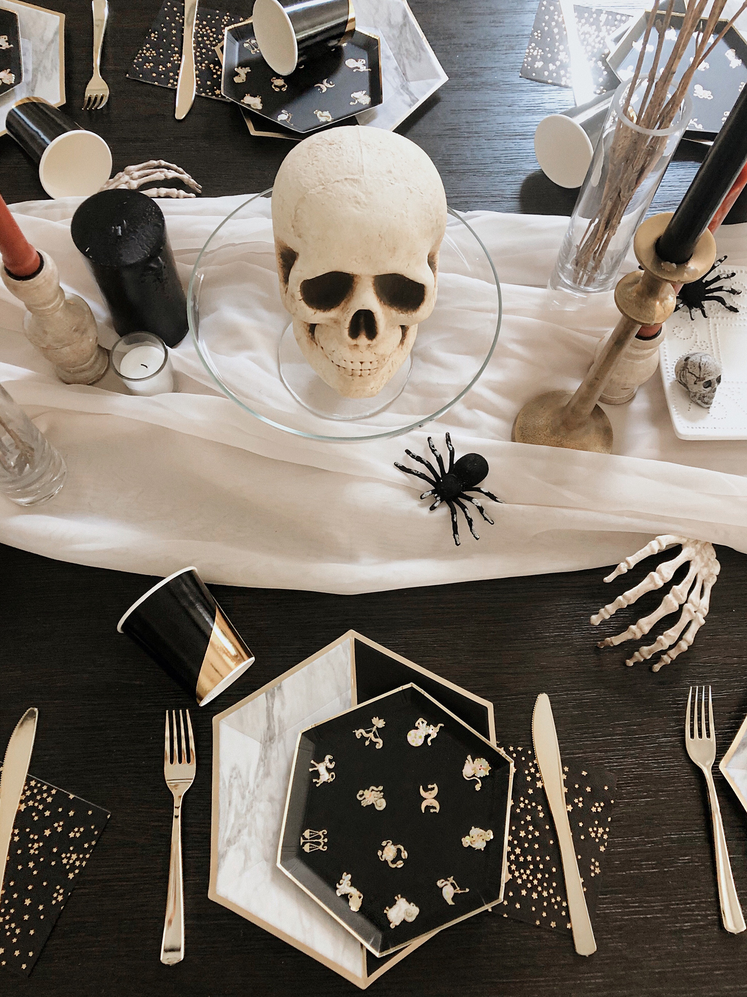 harlow and grey party goods tablescape