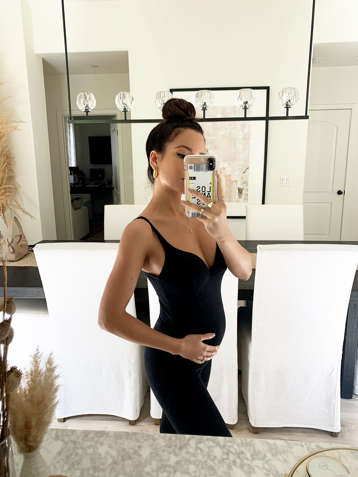 what to wear in first trimester